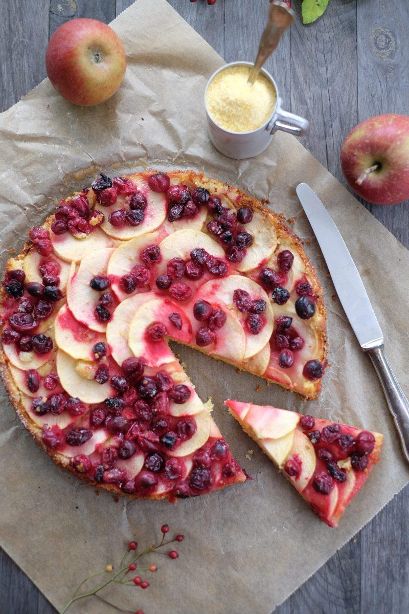 Fruchtiger Apfelkuchen mit Cranberrys und Maismehl (glutenfrei)